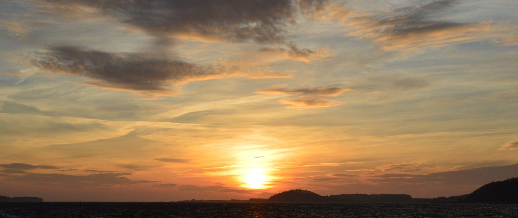 Sonnenuntergang im Biosphärenreservat vom Ostseebad Baabe auf der Insel Rügen